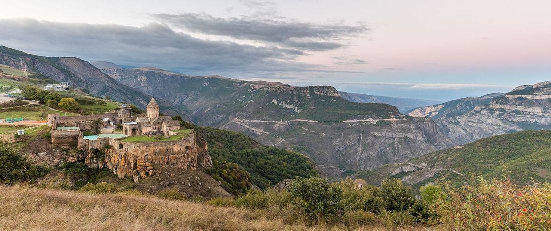 Monasterio_de_Tatev,_Armenia,_2016-10-01,_DD_89-91_HDR