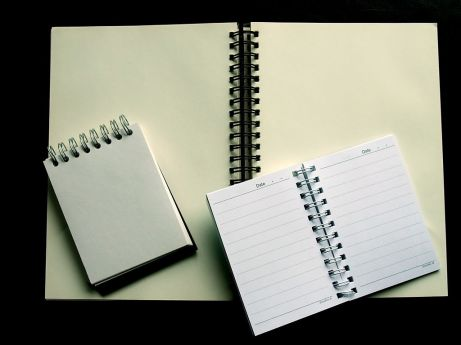 1024px-Spiral-bound_notebooks