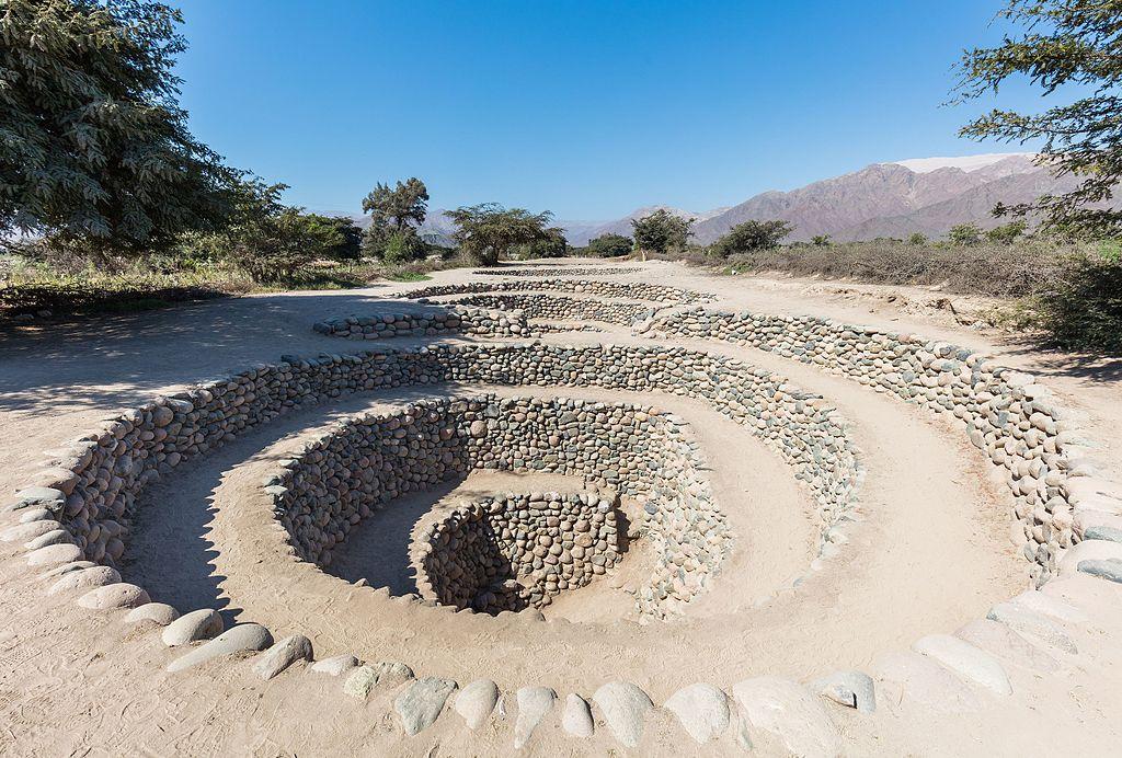 Acueductos_subterráneos_de_Cantalloc,_Nazca,_Perú,_2015-07-29,_DD_09